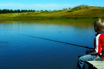 Game fishing for the whole family at the Passo di Lavaze natural lake in Val di Fiemme  | © visitfiemme